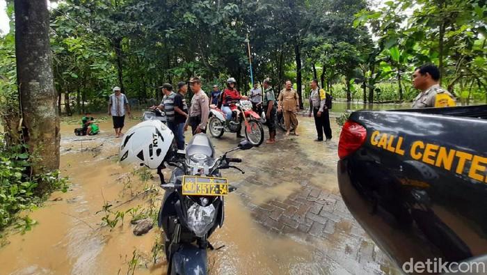 Limpahan Air Dari Kabupaten Madiun Banjiri Dua Desa Di Ngawi