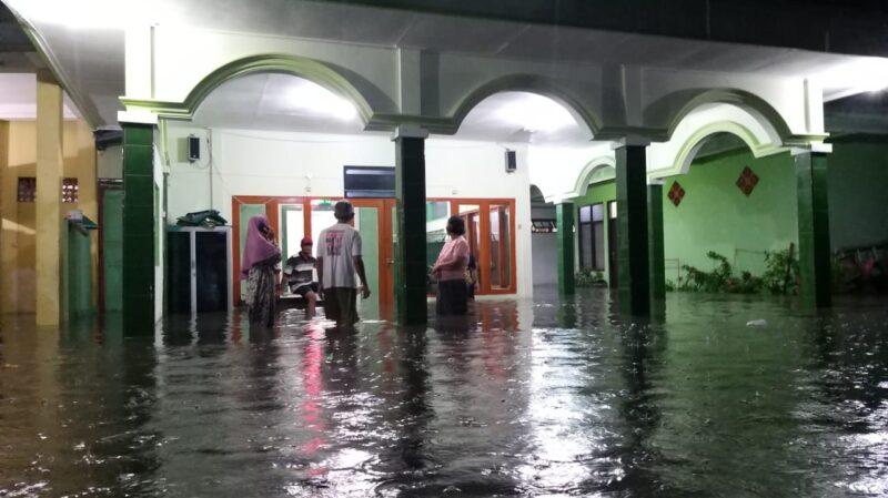 Banjir Rendam Puluhan Rumah dan 3 Sekolah Di Madiun