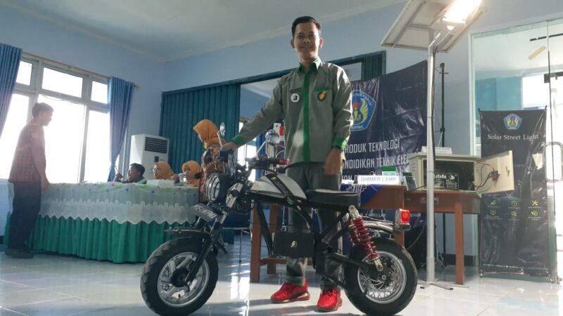 Keren, Mahasiswa Unipma Madiun Ciptakan Sepeda Motor Listrik