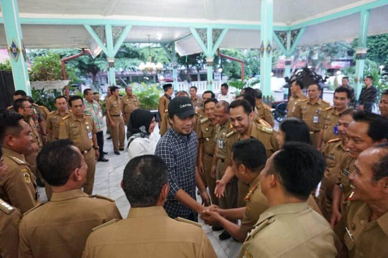 "Pulang Dari AS, Kaji Mbing Nazar Nyanyi ""Indonesia Tanah Air Beta"""