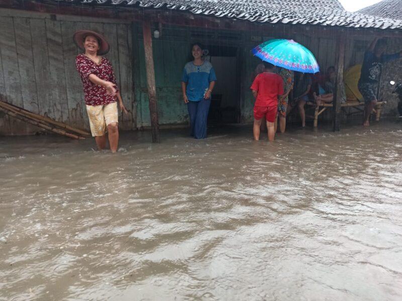 Hujan Deras di Madiun Sebabkan Puluhan Rumah dan Jalan Desa Terendam Air