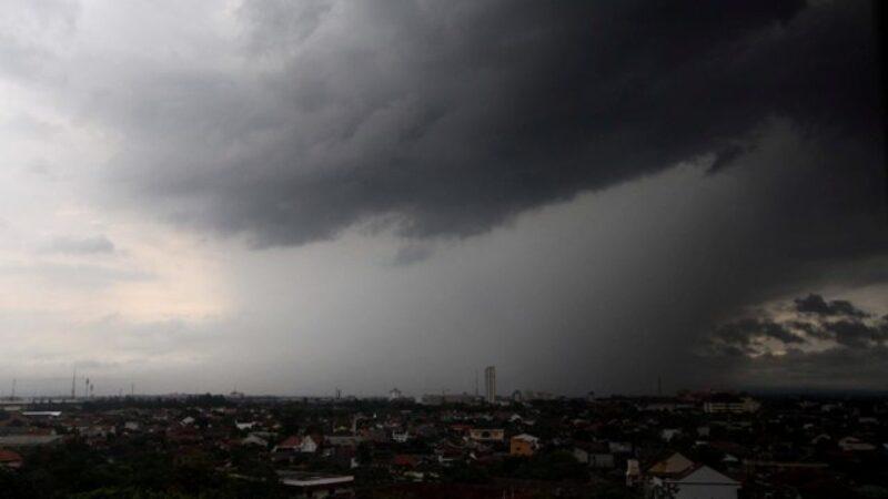 Waspada, Cuaca Ekstrem Akan Landa Wilayah Jatim Hari Ini