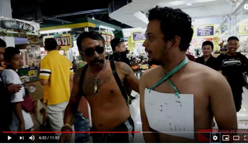 Ditodong Fans, Panji Petualang Lari Hanya Pakai Kolor di Mal