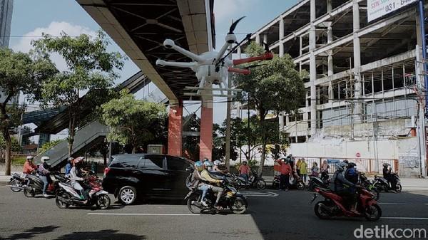 Wali Kota Surabaya Pimpin Langsung Penyemprotan Disinfektan Pakai Drone