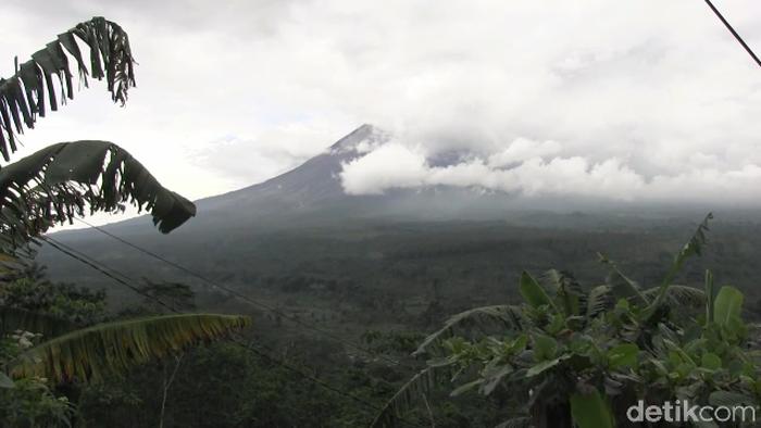 Gunung Semeru Muntahkan Lava Pijar Status Masih Waspada Madiunpos Com News Madiunpos Com