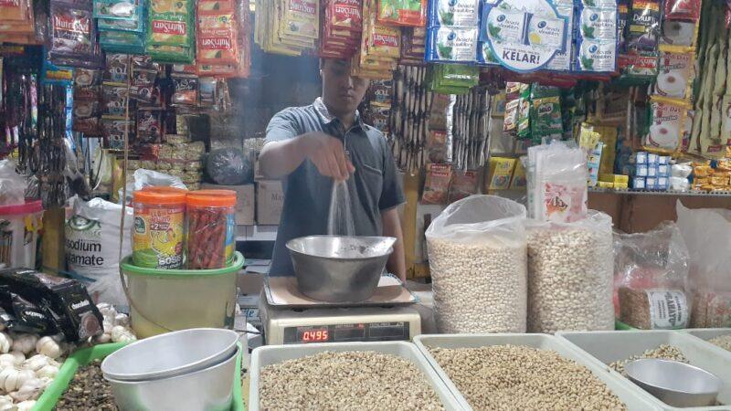 Harga Meroket, Pedagang Gula Pasir di Madiun Pasrah