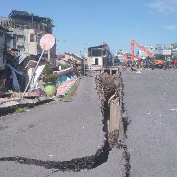 Tanah Ambles Sebabkan 8 Ruko di Jember Ambruk, Tak Ada Korban Jiwa