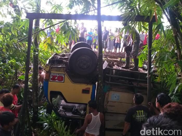 Truk Pengangkut 20 Pekerja PTPN Masuk Jurang Sedalam 6 Meter, 1 Tewas