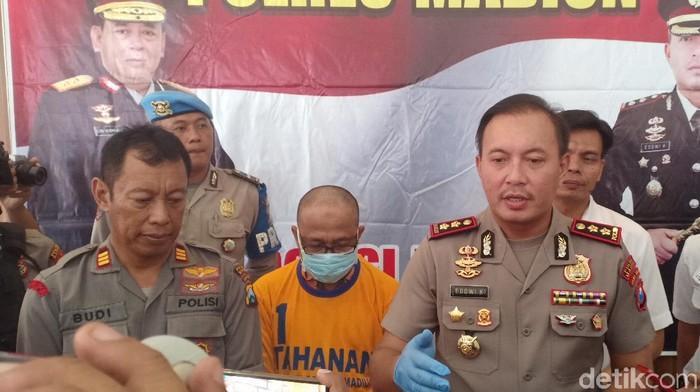 Tukang Bakso di Madiun Ditangkap Polisi Karena Timbun Masker