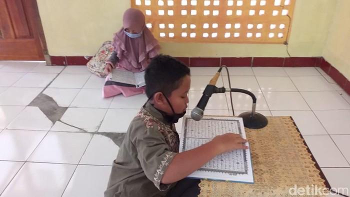 Inspiratif, Pemdes Di Pacitan Ini Beri 2 Liter Pertamax Bagi Yang Baca 1 Juz Al-Quran