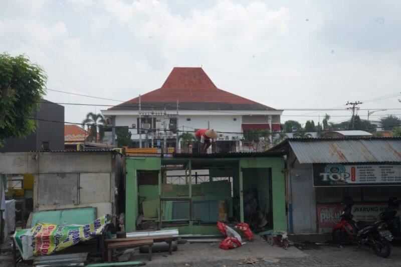 Dianggap Kumuh, Deretan Warung Samping Plaza Madiun Dibongkar