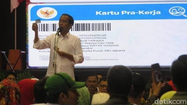 Jokowi Godok Wacana Beri Bantuan Tunai untuk Pegawai Rp600.000/Bulan