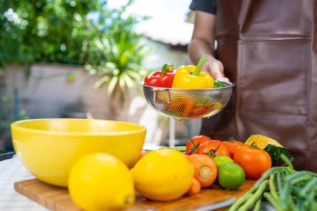 Hindari Sabun, Gunakan Garam Hingga Cuka Untuk Bersihkan Buah dan Sayuran