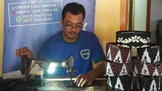 Dampak Corona, Pengrajin Songkok Lukis di Lamongan Sepi Order