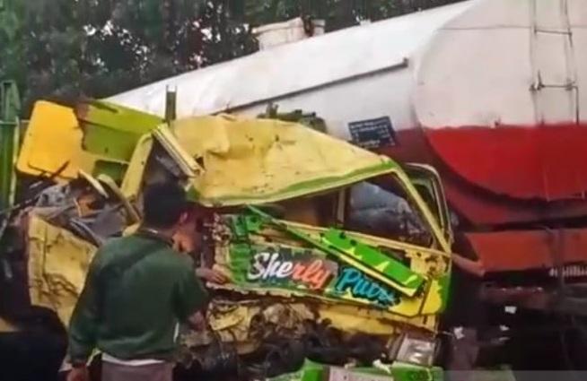 Dua Orang Tewas Dalam Tabrakan Beruntun di Jalur Pantura Probolinggo