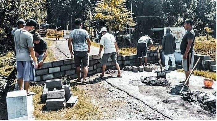 Viral, 2 Desa di Malang Saling Portal Jalan Karena Corona