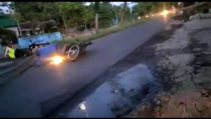 Viral Pengendara Motor Tabrak Portal Jalan di Probolinggo, Ini Faktanya