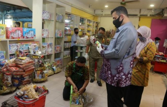 Sidak Swalayan, Wali Kota Probolinggo Temukan Makanan Tidak Layak Edar