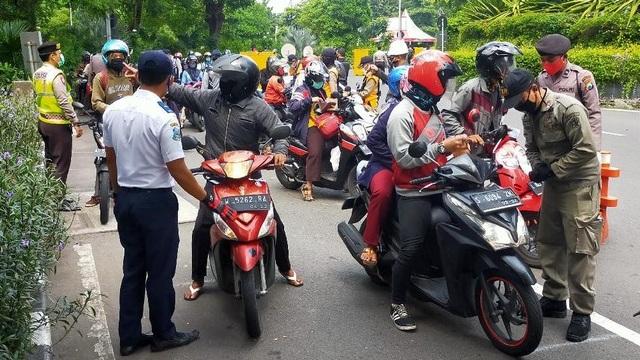 Hari Terakhir PSBB Jilid 2 Surabaya, Belasan Kendaraan Ditindak