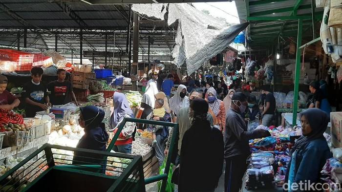 Pasar Masih Ramai, Tak Ada Perubahan di Hari Pertama PSBB Kota Malang