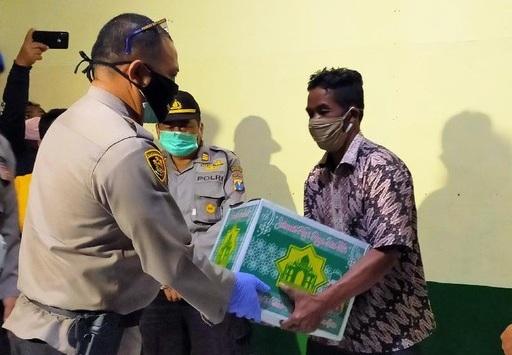 Aksi Pria Renang di Kawah Ijen Saat Evakuasi Jenazah Dapat Penghargaan