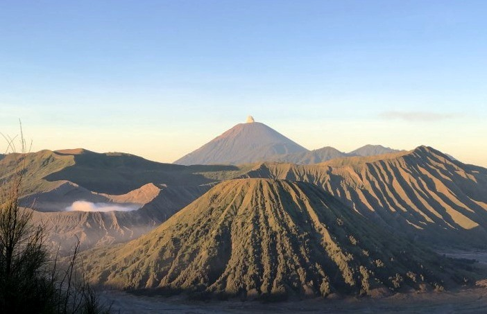 Sabar, Destinasi Wisata Gunung Bromo Belum Dibuka Lagi