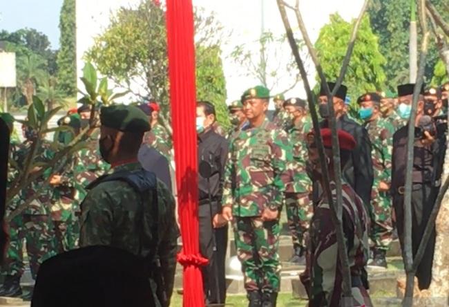 Kasad Andika Pimpin Prosesi Pemakaman Edhie Wibowo di TMP Kalibata