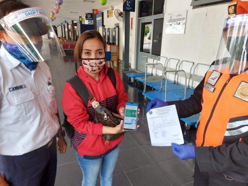 Tak Bawa Surat Hasil Rapid Test, Puluhan Penumpang di Madiun Ditolak Naik KA