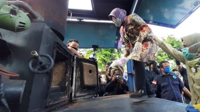 Wali Kota Risma Ngamuk, Maki-Maki Perempuan di Kantor Polisi