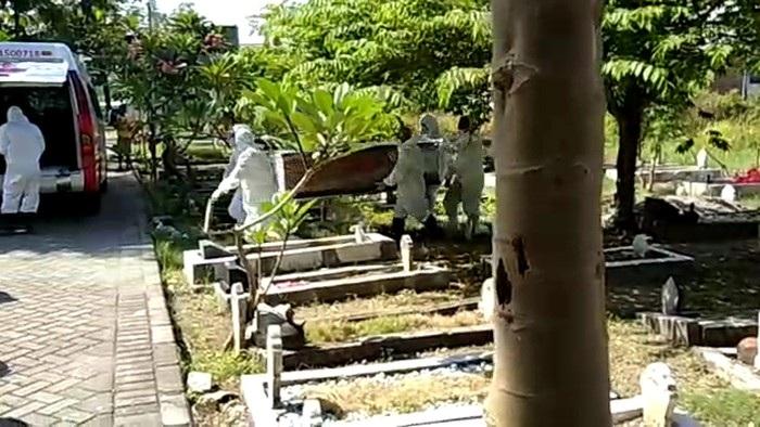 Keluarga Sesalkan Kejadian Jenazah Tertukar di Surabaya