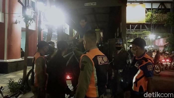 202 Pesepeda Malam Tak Bermasker di Surabaya Kena Razia