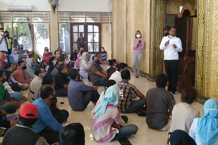 Ratusan Orang Tua di Surabaya Protes PPDB SMP Jalur Zonasi