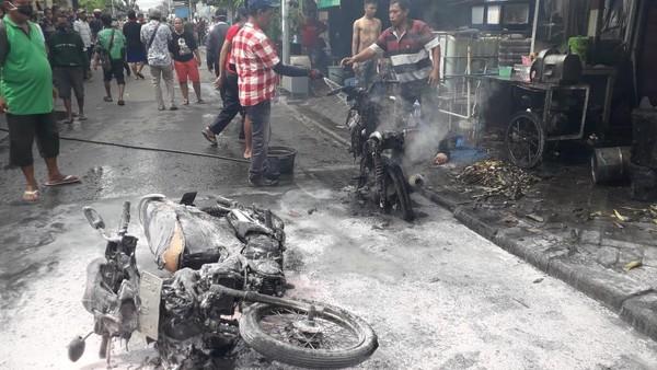 Penggiling Tebu Meledak, Bapak-Anak di Surabaya Terbakar