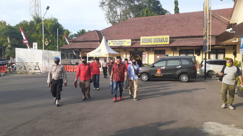 Benderanya Dibakar di Jakarta, Kader PDIP Geruduk Mapolres Madiun Kota