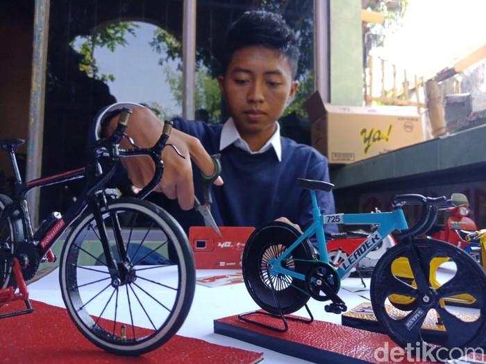 Pemuda 23 Tahun asal Jombang Sukses Olah Kartu Seluler Bekas, Omzet Rp9 Juta/Bulan