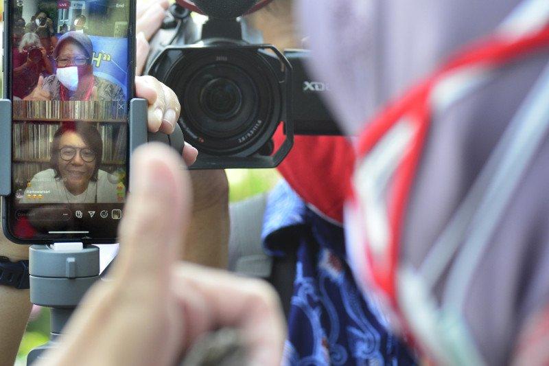 Ari Lasso Salurkan 10.000 Masker Merah Putih untuk Warga Surabaya