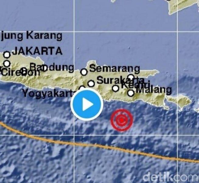 Gempa 5.3 M di Blitar, Warga Berlarian Keluar Rumah