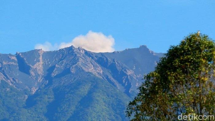 Gunung Raung Erupsi, Tercatat 60 Kali Letusan Kecil