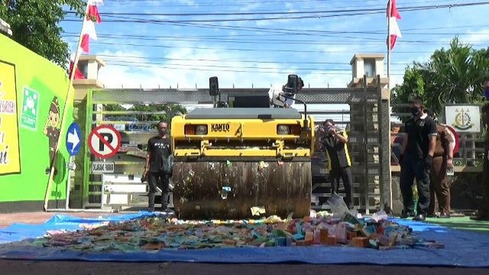 Ribuan Kosmetik Ilegal di Probolinggo Dimusnahkan