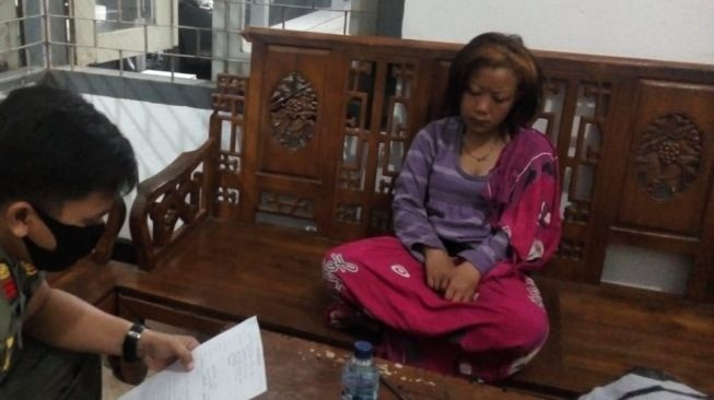Kasihan! Gegara Ditinggal Pacar, Yuliati Stres Jalan Kaki Malang-Kediri