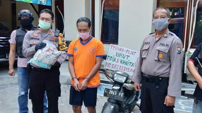 Padahal Ditunggui Istri, Tukang Pijat di Surabaya Ini Nekat Cabuli Wanita Pelanggannya