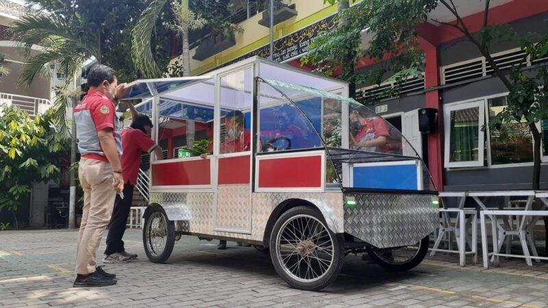 Keren! Siswa SMK di Madiun Bikin Mobil Listrik Khusus UMKM