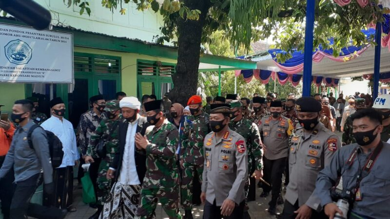 Panglima TNI dan Kapolri Kunjungi Ponpes Subulul Huda Madiun, Ada Apa?