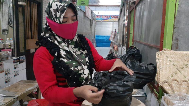 Tak Seramai Iduladha Tahun Lalu! Pedagang Arang di Madiun Tetap Kebanjiran Pembeli