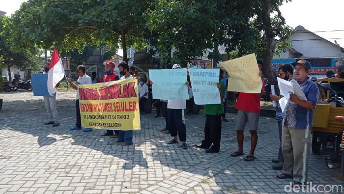 Warga Babadan Ponorogo Demo Tolak Pembangunan Tower