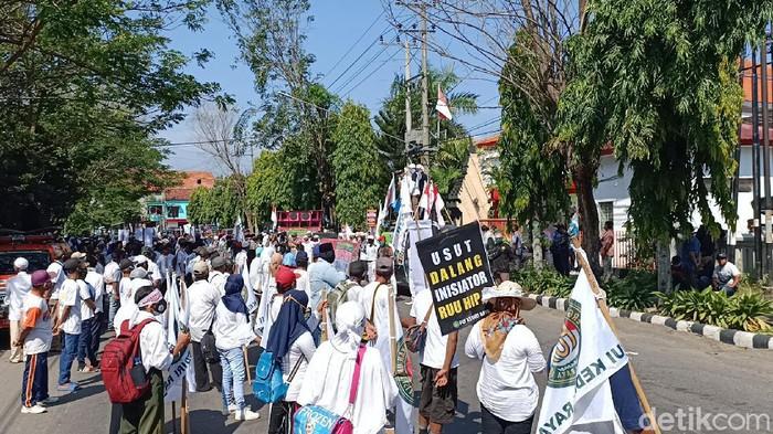 Massa dari PUI Kediri Demo Tolak RUU HIP