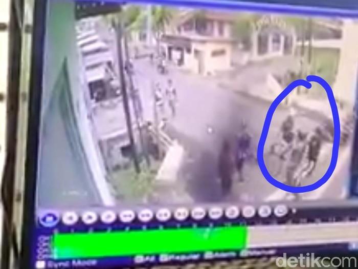 """Bilang """"Minggir Bos"""", Bocah SMK Dikeroyok Sekelompok Pesepeda di Mojokerto"""
