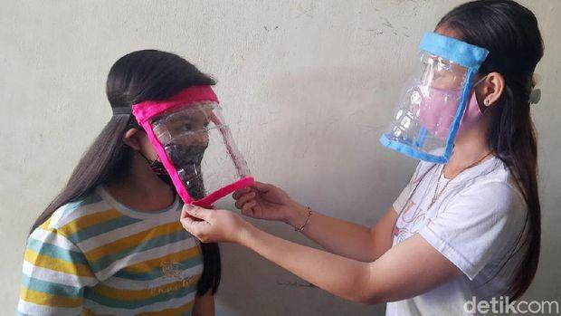 Bocah Kreatif asal Surabaya Bikin Face Shield dari Botol Bekas, Harganya Rp2.000
