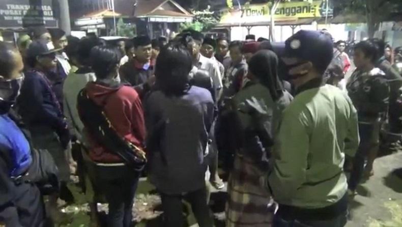 Terduga Pencuri Tewas Setelah Ditangkap, Polsek Tongas Probolinggo Digeruduk Warga