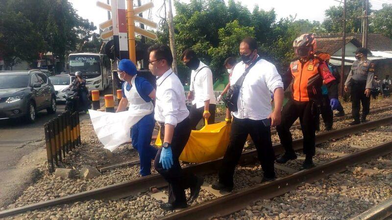 Tragis, Seorang Pria Tertabrak Kereta Api di Madiun